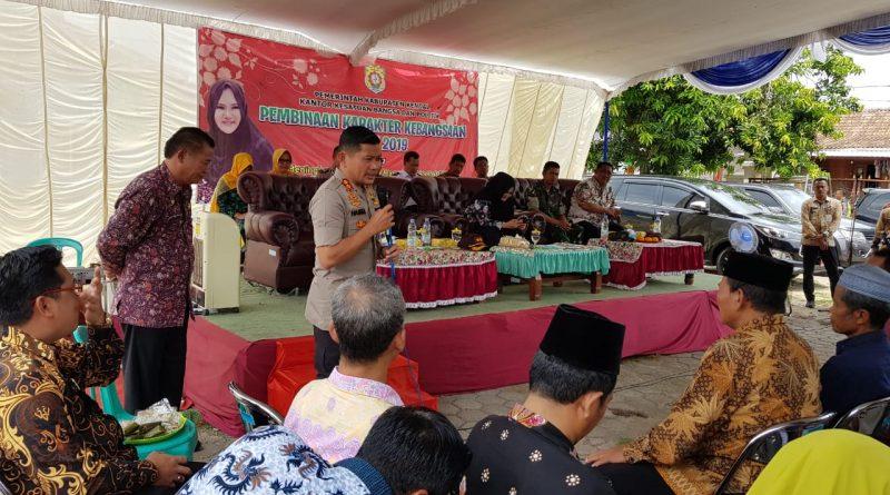 Kapolres Kendal dan Bupati Tatap Muka Dengan Ketua RT RW Ringinarum dalam Pembinaan Karakter Kebangsaan