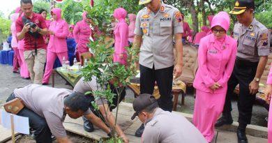 Video : Polres Kendal Tanam 270 Bibit Pohon Untuk Penghijauan