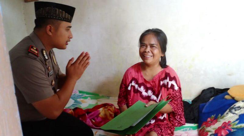 Penjual Nasgor yang Sedang Sakit Ini Terharu Saat Dikunjungi Kapolsek Sukorejo beserta Anggotanya
