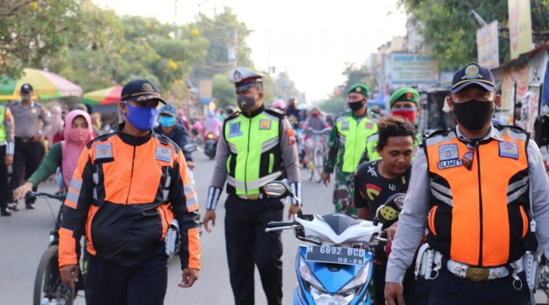 Petugas Gabungan Jaring Puluhan Warga Yang Tidak Memakai Masker di Sekitaran Alun-alun Kendal
