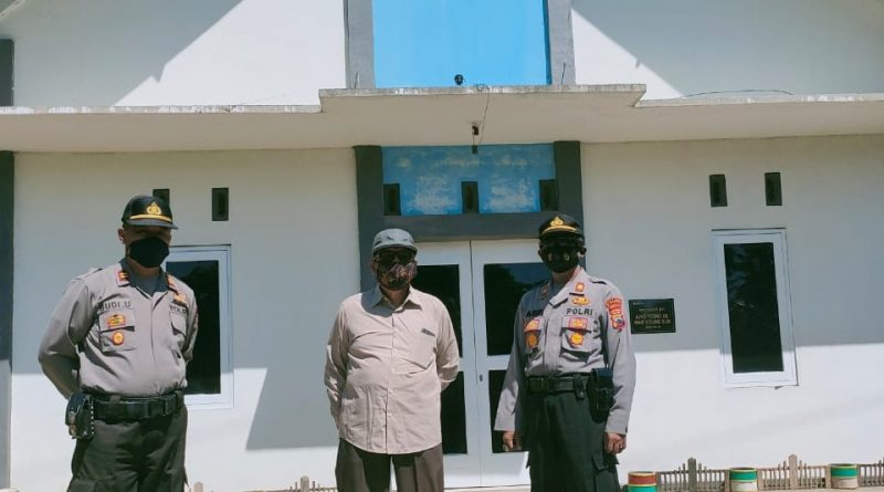 Kapolsek Limbangan Imbau Pengurus Gereja Patuhi Protokol Kesehatan Selama Kebaktian Berlangsung