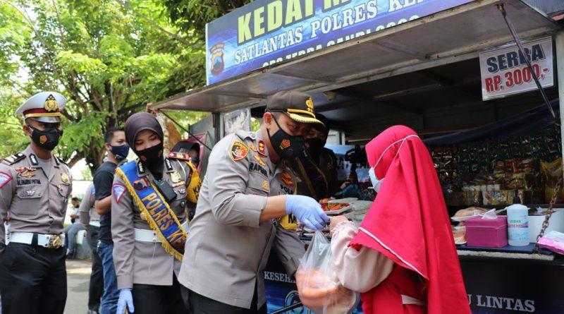Serba Tiga Ribu, Kedai Murah Sat Lantas Polres Kendal Bantu Penuhi Kebutuhan Warga Terdampak Covid19