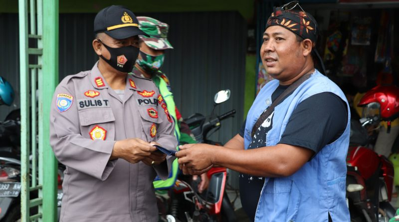 Tekan Penambahan Covid19, Polres Kendal bersama TNI Bagikan 2000 Masker Untuk Masyarakat