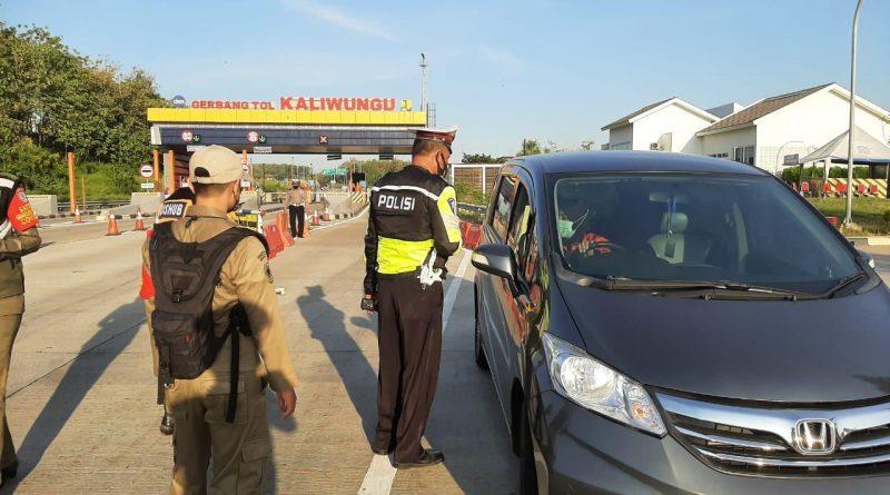 Penutupan Exit Jalan Tol, WNA Asal China Diputarbalikkan Ke Arah Semarang