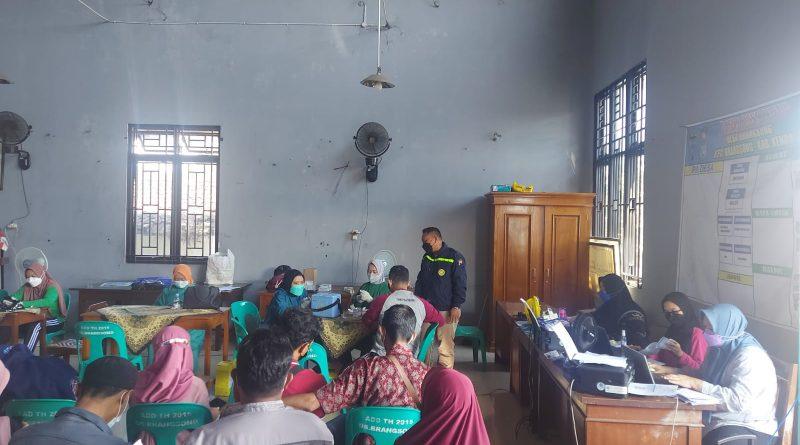 Polsek Brangsong Laksanakan Monitoring Vaksinasi di Balaidesa Brangsong