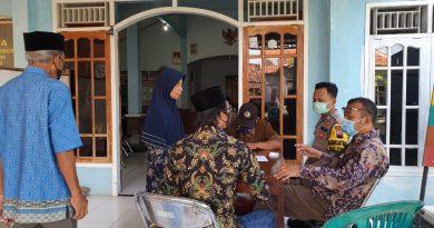 Berikan Rasa Aman Bhabinkamtibmas Polsek Rowosari Monitoring Pelaksanaan Vaksinasi